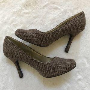 cead27b4dafc8 Shoes - Women s Voltage Heels! Size 7 1 2!